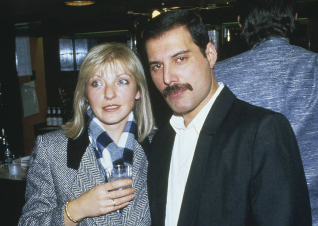 Freddie Mercury e a sua grande amiga Mary Austin.