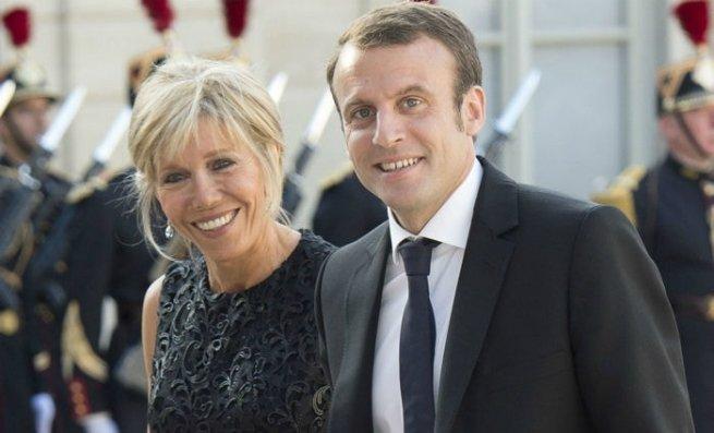 Emmanuel Macron e a sua esposa Brigitte Trogneux
