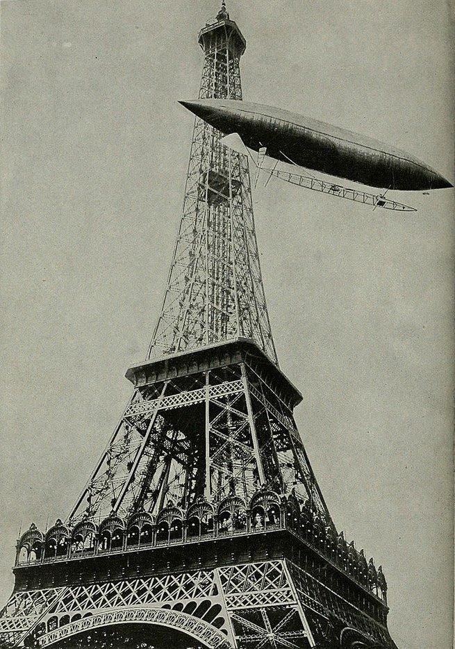 O dirigível número 6, o primeiro da história. A criação inovadora de Dumont contornou a Torre Eiffelno dia19 de outubro 1901
