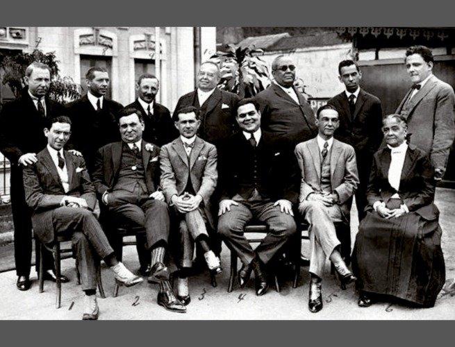 Chiquinha em 1921 ao lado de autores que trabalham no teatro