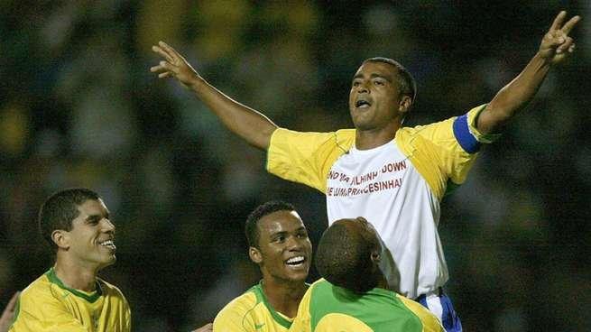 Romário no último jogo vestido a camisa da seleção brasileira