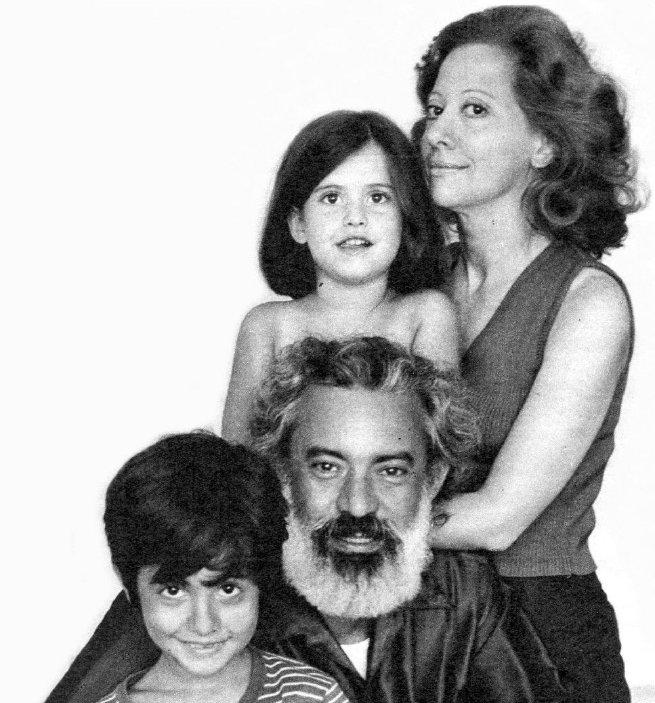 O casal Fernanda Montenegro e Fernando Torres com os filhos Fernanda e Cláudio