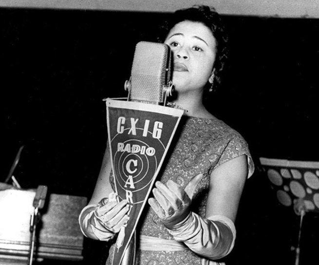 Dolores Duran cantou numa série de rádios até ser contratada pela Rádio Nacional