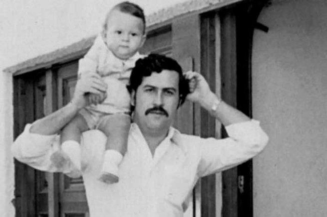 Pablo Escobar bebe