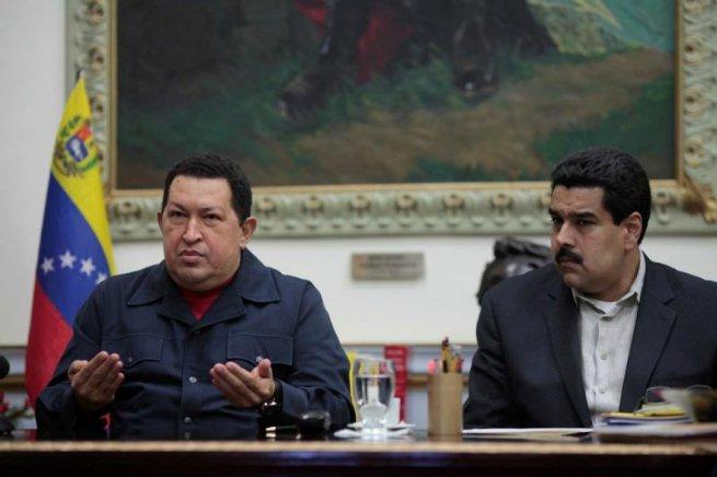 Nicolás Maduro e Hugo Chávez.