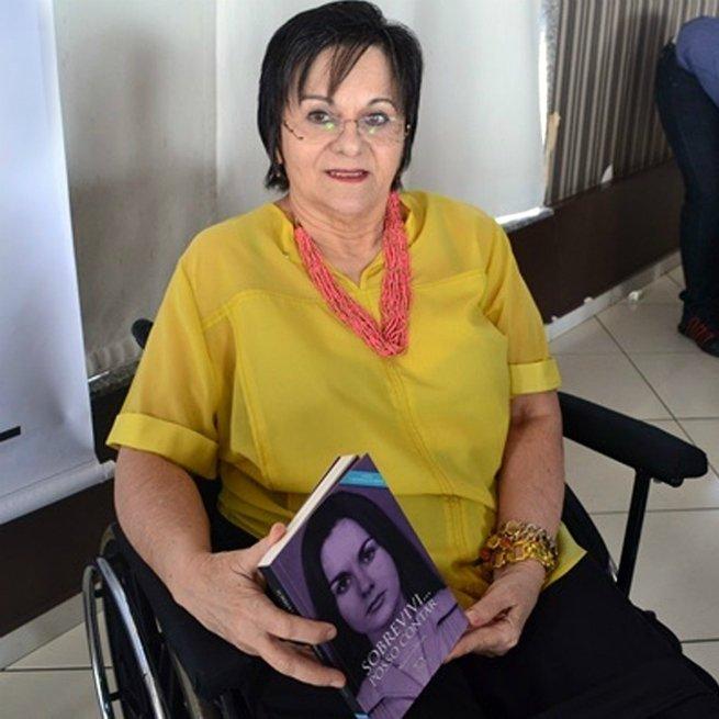 Maria da Penha lançou o livro Sobrevivi... posso contar