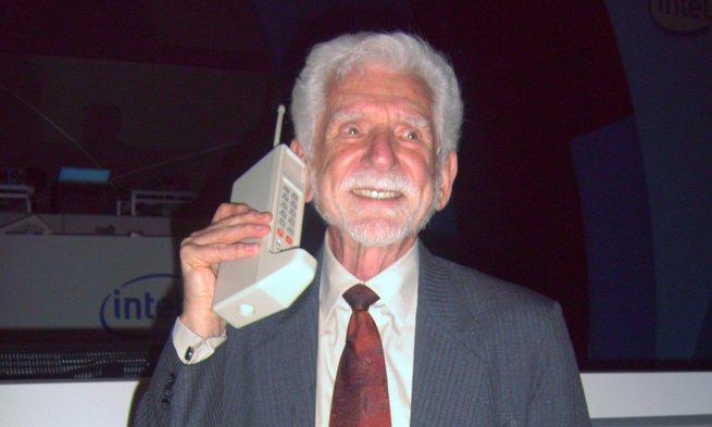 Martin Cooper e o primeiro celular Dyna Tac