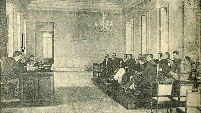 Nessa rara foto vemos uma sessão de 1905 da Academia Brasileira de Letras sendo presidida por Machado de Assis
