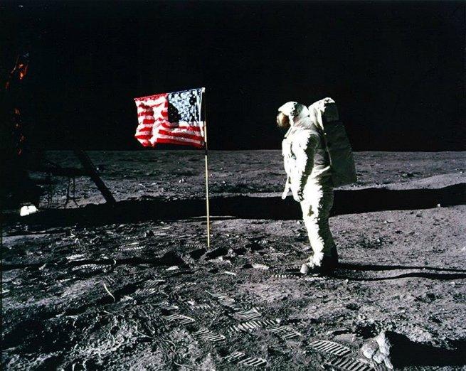Neil Armstrong, o primeiro homem a pisar na lua