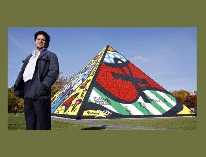 Romero Britto e a pirâmide no Hyde Park