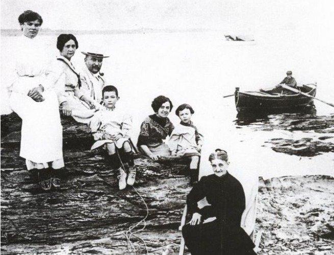 foto da família de salvador dali