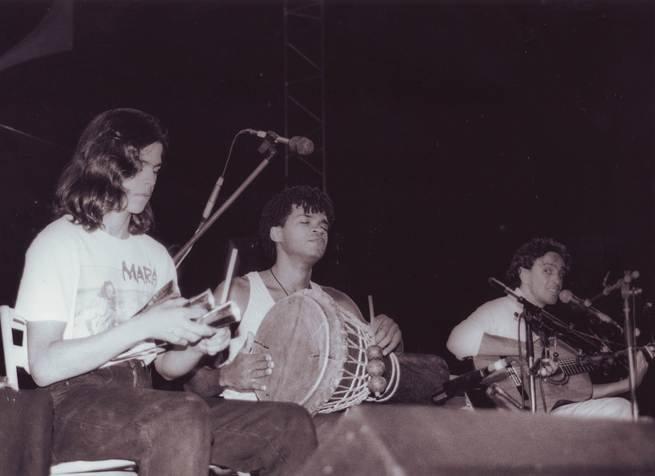 Carlinhos Brown em show da turnê Estrangeiro, de Caetano Veloso, em 1989